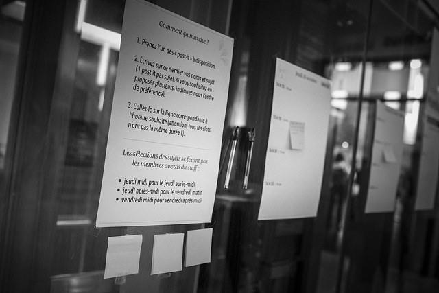 Tableau d'affichage des informelles pendant les conférences Paris Web 2014, intitulé : Comment ça marche?
