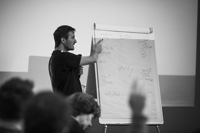 Orateur pendant une informelle pendant les conférences Paris Web 2014