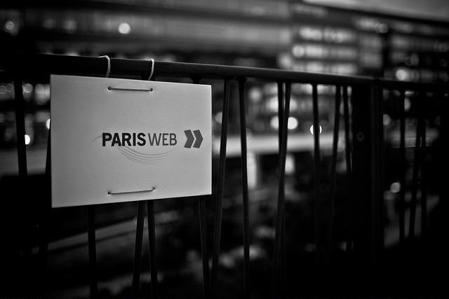 Pancarte indiquant la direction vers les conférences Paris Web en 2011