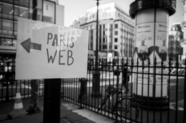 Pancarte Paris Web, photo de Fabrice Le Guernec